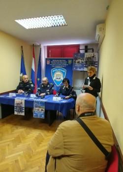ODRŽAN DAN OTVORENIH VRATA POLICIJE U GOSPIĆU