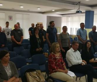 Jučer u KIC-u Gospić dodjela diploma polaznicima edukacije za zvanje pčelar/ka na području LSŽ