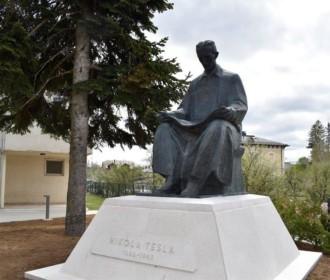 Sutra svečanost povratka spomenika Nikole Tesle